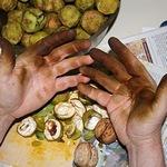 чим відмити руки від горіхів