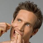 чищення зубною ниткою