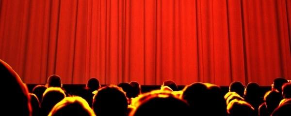 в театрі