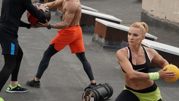 Групповые занятия по фитнесу
